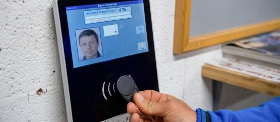 Badgeuses photo et contrôle des horaires de travail des salariés