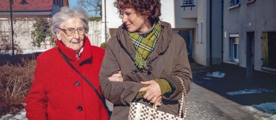 Aides à domicile: l'incapacité à recevoir des libéralités est supprimée